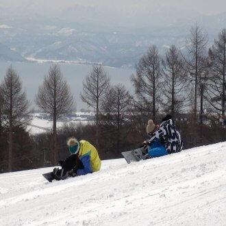 猪苗代スキー場でスノーボード